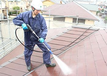 高圧トルネード洗浄にてしっかり汚れを落としていきます