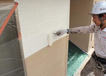 耐候性能が付与された下塗り塗料を使用